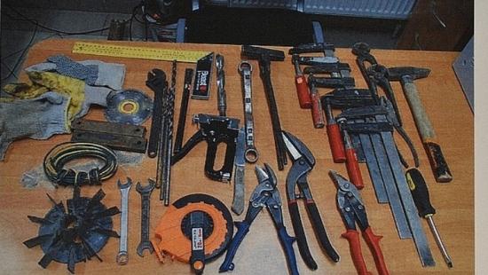 Kradli wiertarki, szlifierki i piły motorowe. Odpowiedzą za kilkanaście przestępstw (ZDJĘCIA)