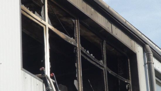 AKTUALIZACJA: Pożar lakierni na Dąbrówce w Sanoku. Nikomu nic się nie stało (FILM)