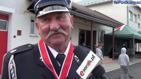 Sztandar i honory dla strażaków z Mokrego. Uczczono 60 lat niesienia pomocy przez miejscową OSP (FILM)
