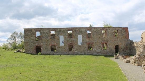 ZAGÓRZ: W ruinach zagórskiego klasztoru powstanie centrum kultury. Turyści będą mogli wybrać się na wirtualną wędrówkę po Karmelu (FILM)
