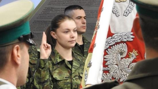 Nowo przyjęci pogranicznicy złożyli ślubowanie. Dołączą do Bieszczadzkiego Oddziału Straży Granicznej (ZDJĘCIA)