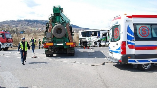 Dziesięć osób rannych w zdarzeniu w Domaradzu (ZDJĘCIA)