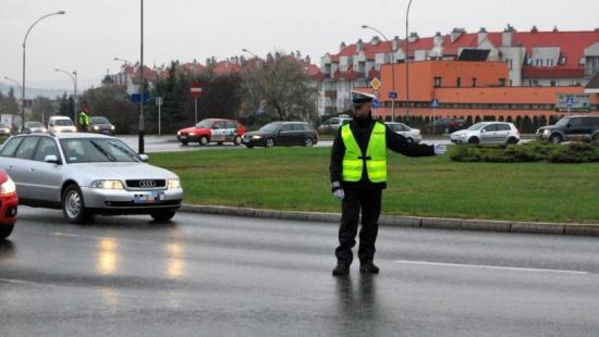 Policjanci skontrolowali 7435 kierowców. Dwunastu z nich straciło prawa jazdy