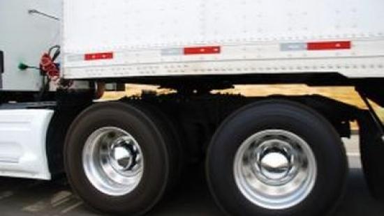 Spuścili paliwo z samochodów ciężarowych. Zarobili na tym ok. 800zł