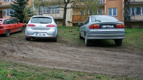 INTERWENCJA UL. KRZYWA: Parking, plac zabaw, a może park? Zdania mieszkańców podzielone (FILM)