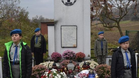 Oddali hołd i uczcili pamięć bohaterów z Falejówki i Pakoszówki (ZDJĘCIA)