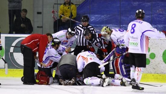 Sanok po dramatycznym meczu pokonuje Katowice! Rąpała zniesiony z lodu na noszach (VIDEO HD, ZDJĘCIA)