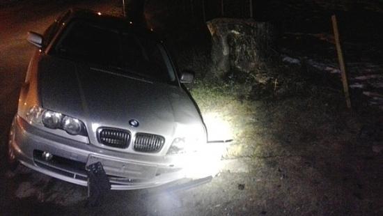 Mężczyzna stracił panowanie nad samochodem i wjechał w ogrodzenie (ZDJĘCIA)