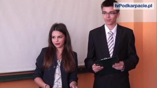 """""""Młodzież chce, ale mało robi"""". O aktywności politycznej i społecznej młodych w Sanoku (FILM)"""