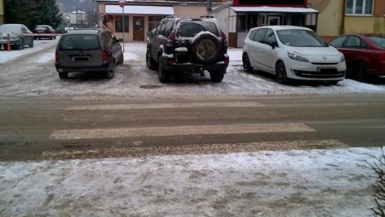 """BEZMYŚLNE PARKOWANIE PO SANOCKU: ,,Zebra"""" nowym miejscem parkingowym? (ZDJĘCIA)"""