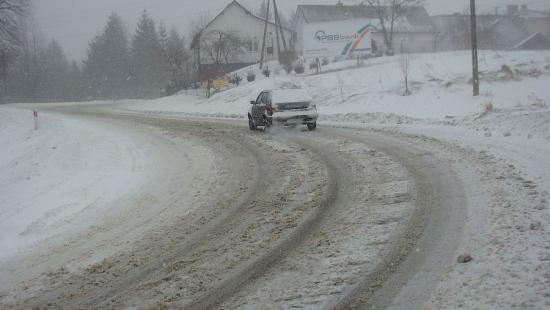 UWAGA! IMGW ostrzega przed silnym wiatrem i obfitymi opadami śniegu