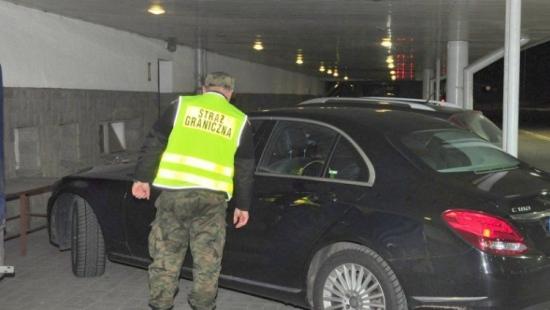 Cztery pojazdy za ponad 300 tys. zł zatrzymane na granicy. Jeden pochodził z niemieckiej wypożyczalni