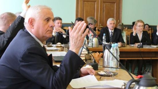 """POWIAT SANOK: Budżet powiatu na 2016 rok na poziomie 75 mln zł. """"Czekają nas kolejne potężne decyzje oszczędnościowe"""""""