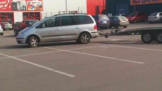 Mamy mistrza w parkowaniu! Rekordzista zajął 6 miejsc parkingowych