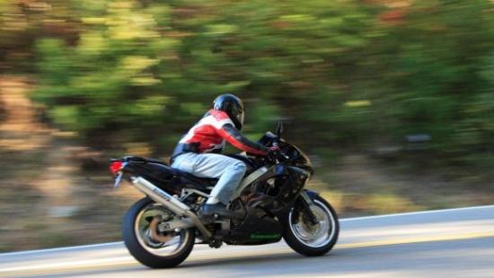 157 km/h w terenie zabudowanym. Motocyklista pożegnał się z prawem jazdy