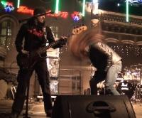 SANOK: Koncert zespołu Turbo zakończył 26. Finał WOŚP. Mimo mrozu na rynku było gorąco (FILM)