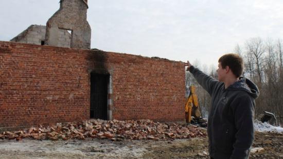 POWIAT SANOCKI: Spłonął dom jednorodzinny. Pożar wybuchał dwukrotnie, dzień po dniu (FILM, ZDJĘCIA)