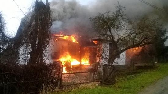 Pogorzelcy otrzymają 6 tys. zł i mieszkanie zastępcze. Dom był ubezpieczony (FILM)