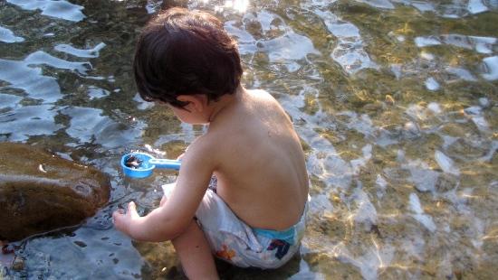 Pijany ojciec opiekował się 4-letnim synem nad wodą. Nieodpowiedzialny tata miał 2,5 promila