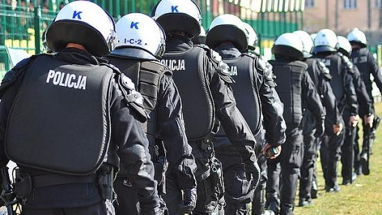 REGION: Policjanci z rzeszowskiej prewencji przygotowują się do interwencji na stadionach (FILM, ZDJĘCIA)