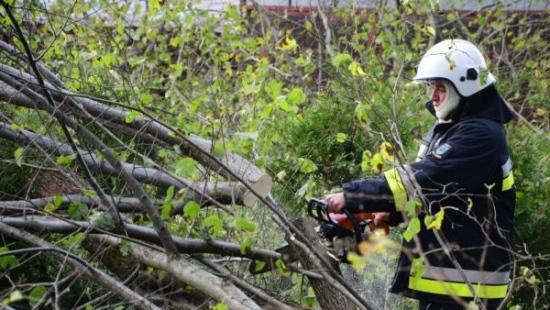 AKTUALIZACJA: Orkan Ksawery w Bieszczadach. Nadal około 250 odbiorców pozostaje bez prądu (ZDJĘCIA)