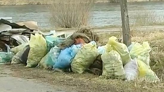 Śmieci: Mieszkańcy gmin turystycznych nie będą płacić za wczasowiczów (FILM)