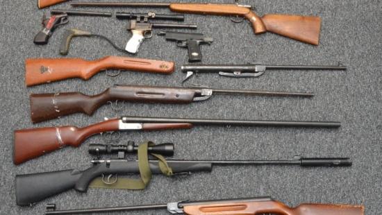 Karabiny i pistolety w samochodzie. Dwaj mężczyźni zatrzymani