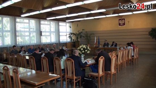 LESKO: Burmistrz bez podwyżki i burzliwa dyskusja wokół świetlicy w Jankowcach (FILM)
