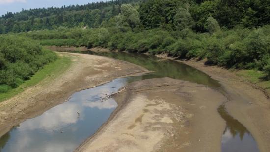 Solina również odczuwa upały. Bardzo niski poziom wody w jeziorze i w dopływach (ZDJĘCIA)