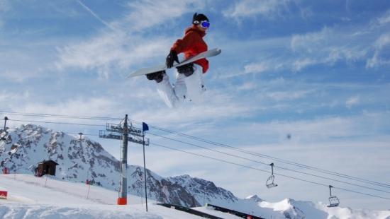 KOMUNIKAT NARCIARSKI: W najbliższy weekend wymarzone warunki dla narciarzy! (FILM)