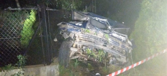 Samochód wypadł z jezdni i uderzył w betonowy przepust. Kierowca był pijany (ZDJĘCIA)