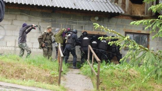 Funkcjonariusze bieszczadzkiej SG łapali komandosa z USA! Wszystko nagrywała kamera Discovery (ZDJĘCIA)