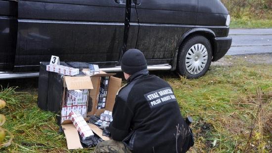 Papierosy z przemytu zatrzymane na zielonej granicy w Bieszczadach (ZDJĘCIA)