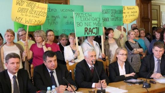 Awantura na sesji Rady Powiatu Sanockiego. Nauczyciele kontra starosta (ZOBACZ VIDEO i ZDJĘCIA)
