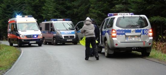 TRAGEDIA W LESIE: Nie żyje młody mężczyzna przygnieciony przez drzewo