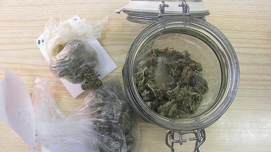 Policjanci zatrzymali 26-latka z narkotykami