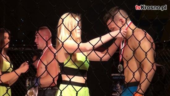 Piekielnie mocne ciosy, krew, piękne zwycięstwa i bolesne porażki. Ogromne emocje podczas gali MMA (VIDEO)