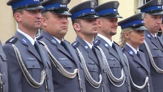 Święto Policji w Sanoku. 64 funkcjonariuszy z awansami (FILM)