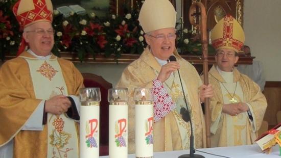 Złoty jubileusz kapłaństwa abpa Józefa Michalika. Kardynał Paul Cordes z Watykanu gościł w Strachocinie (FILM)
