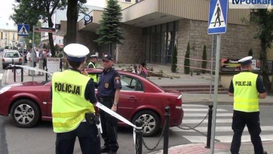 Ewakuacja pracowników Urzędu Skarbowego w Sanoku. Policja nic nie znalazła (FILM)