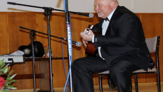 Wójt Bukowska zaśpiewał dla blisko 300 Pań! Jožin z bažin w wykonaniu męskiego chóru (FILM)