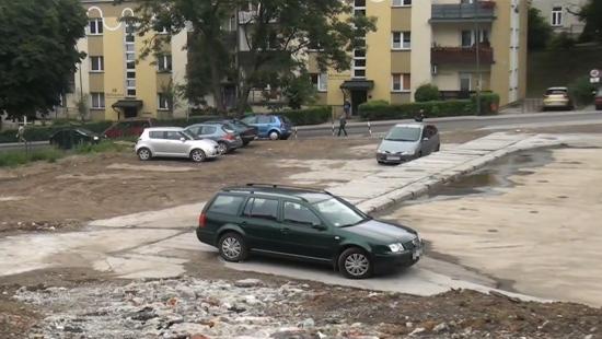 70 miejsc parkingowych dla mieszkańców w centrum Sanoka (FILM)