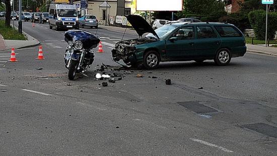 Zderzenie forda z motocyklem