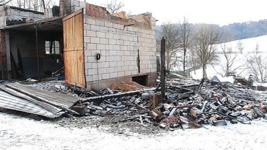 Spłonął budynek gospodarczy. Straty sięgają 80 tys. zł