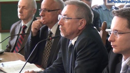 Burmistrz między innymi o kontroli zarządczej w sanockim urzędzie, obwodnicy, wykluczeniu cyfrowym i siatkówce (FILM)