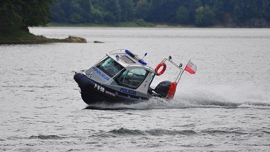Policjanci ratowali rozbitków na Jeziorze Solińskim
