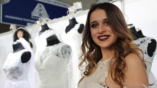 KROSNO: Ślub i wesele jak z bajki. Efektowny pokaz sukien i świetny występ tancerzy podczas targów (VIDEO, ZDJĘCIA)