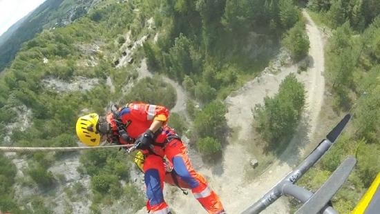 Utknęli w kamieniołomie w Bóbrce. Interweniowali goprowcy i ratownicy LPR (ZDJĘCIA)
