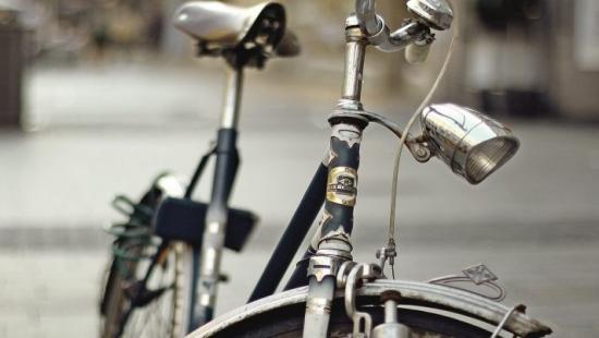 75-letni rowerzysta ranny w wypadku jednośladu z samochodem
