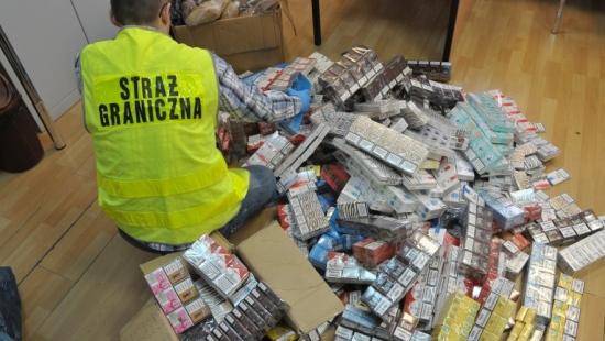 PODKARPACIE: Papierosy i alkohol z przemytu do kupienia na bazarze (ZDJĘCIA)
